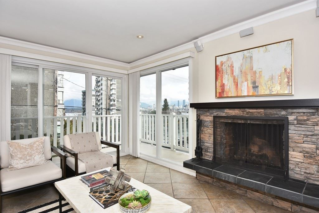 "Main Photo: 202 2365 W 3RD Avenue in Vancouver: Kitsilano Condo for sale in ""Landmark Horizon"" (Vancouver West)  : MLS®# R2244151"