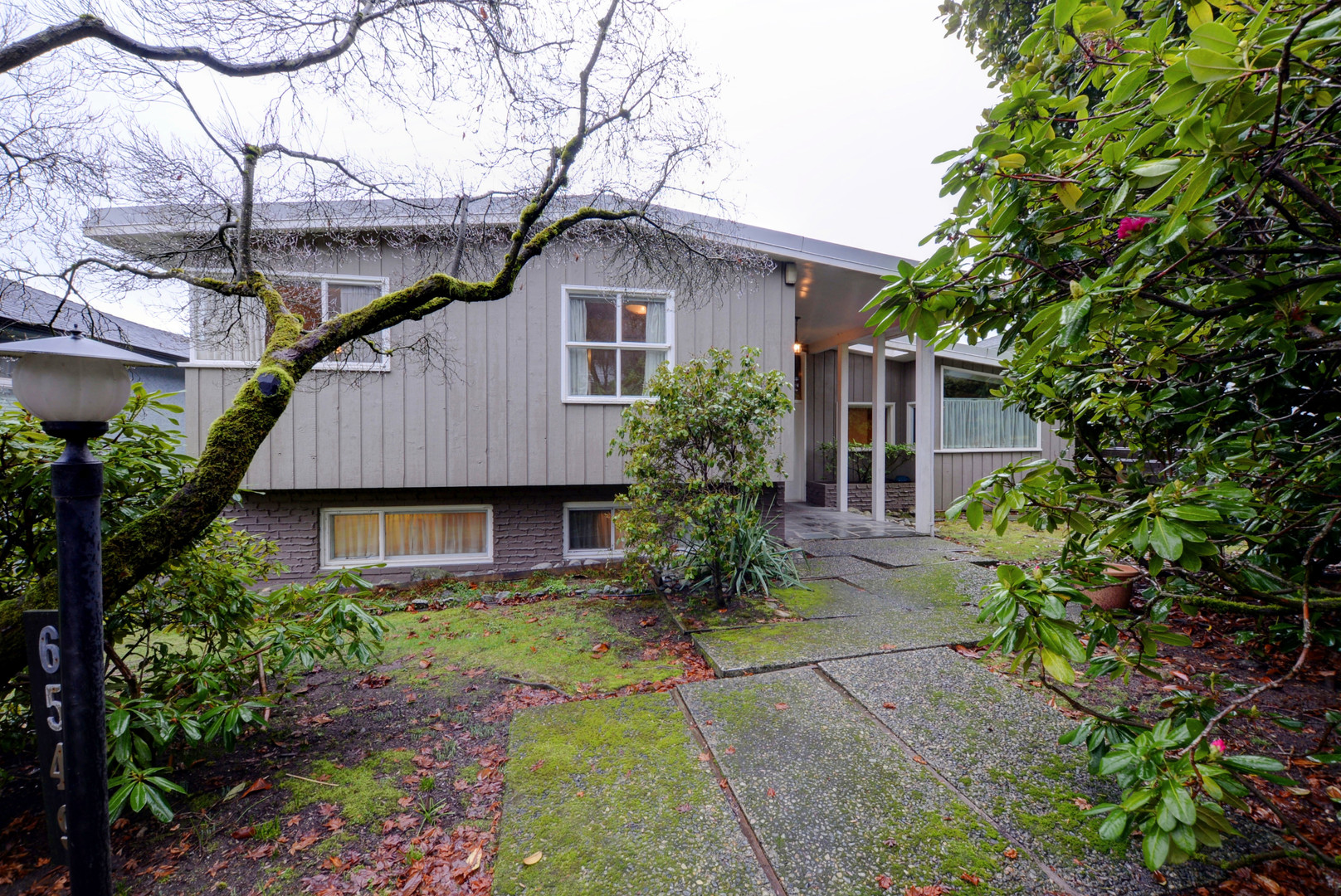 Main Photo: 6549 beechwood st in vancouver: Kerrisdale House for sale (Vancouver West)  : MLS®# r2232711