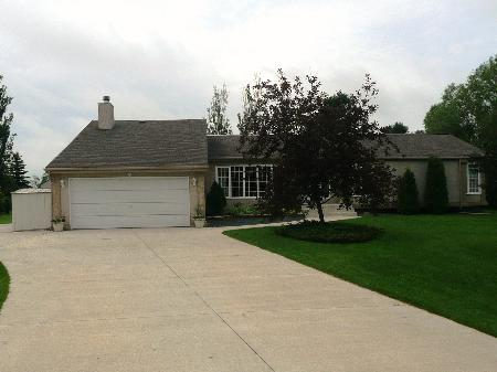 Main Photo: 70 Karens Crescent: Residential for sale (Oak Bluff)  : MLS(r) # 1012239