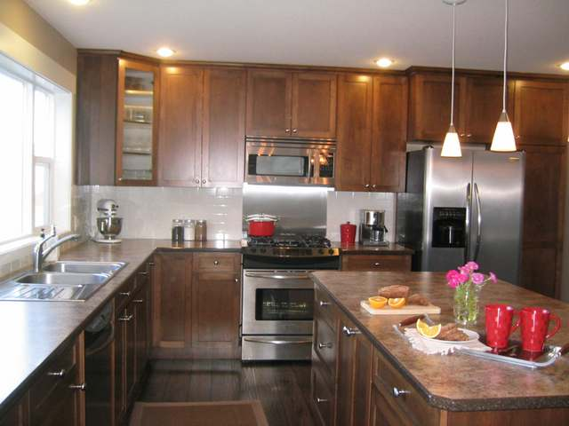 Photo 2: Kamloops view home with suite
