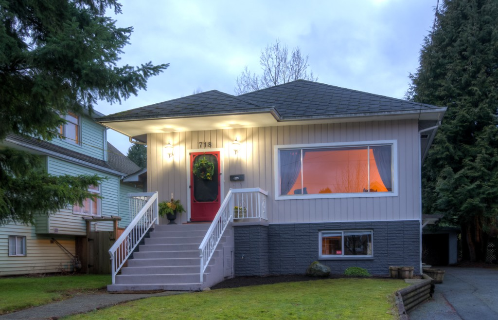 "Main Photo: 718 FOURTH ST in New Westminster: GlenBrooke North House for sale in ""GLENBROOKE NORTH"" : MLS® # V1042180"