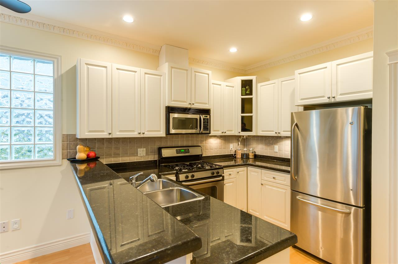 Photo 5: 1928 ADANAC Street in Vancouver: Hastings House 1/2 Duplex for sale (Vancouver East)  : MLS® # R2014604