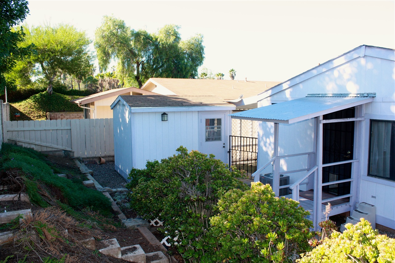 Main Photo: NORTH ESCONDIDO Manufactured Home for sale : 2 bedrooms : 1804 Lynx Glen #T in Escondido