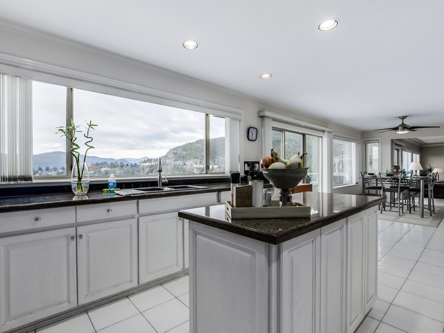 Photo 4: 5532 WESTHAVEN Road in West Vancouver: Eagle Harbour House for sale : MLS(r) # R2023725