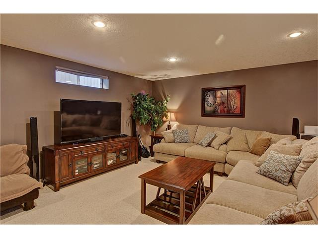 Photo 17: 637 COUGAR RIDGE Drive SW in Calgary: Cougar Ridge House for sale : MLS(r) # C4051719