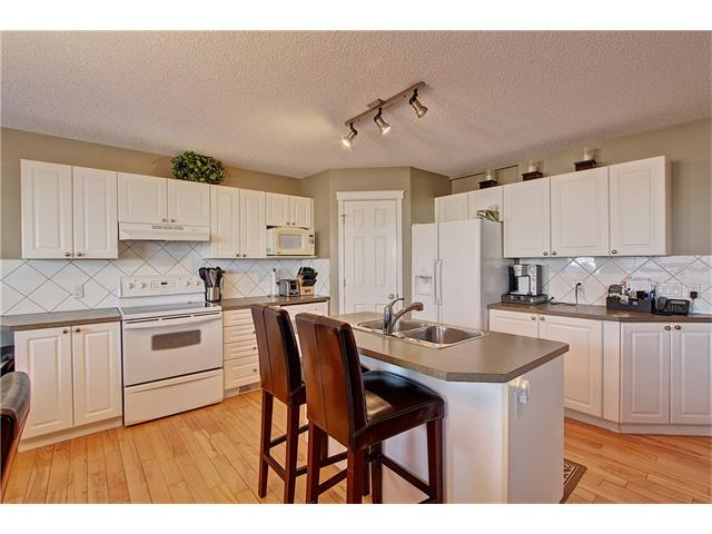 Photo 6: 637 COUGAR RIDGE Drive SW in Calgary: Cougar Ridge House for sale : MLS(r) # C4051719
