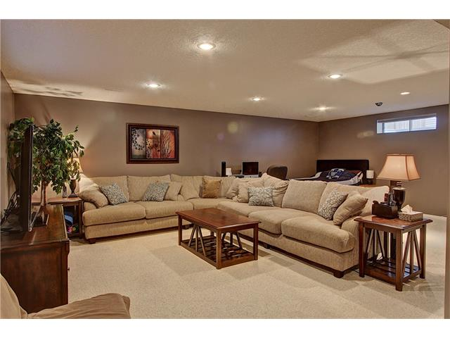 Photo 16: 637 COUGAR RIDGE Drive SW in Calgary: Cougar Ridge House for sale : MLS(r) # C4051719