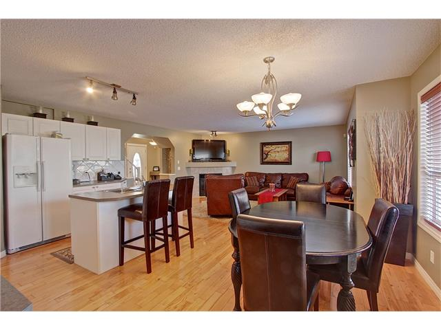 Photo 8: 637 COUGAR RIDGE Drive SW in Calgary: Cougar Ridge House for sale : MLS(r) # C4051719