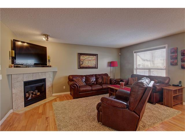 Photo 3: 637 COUGAR RIDGE Drive SW in Calgary: Cougar Ridge House for sale : MLS(r) # C4051719