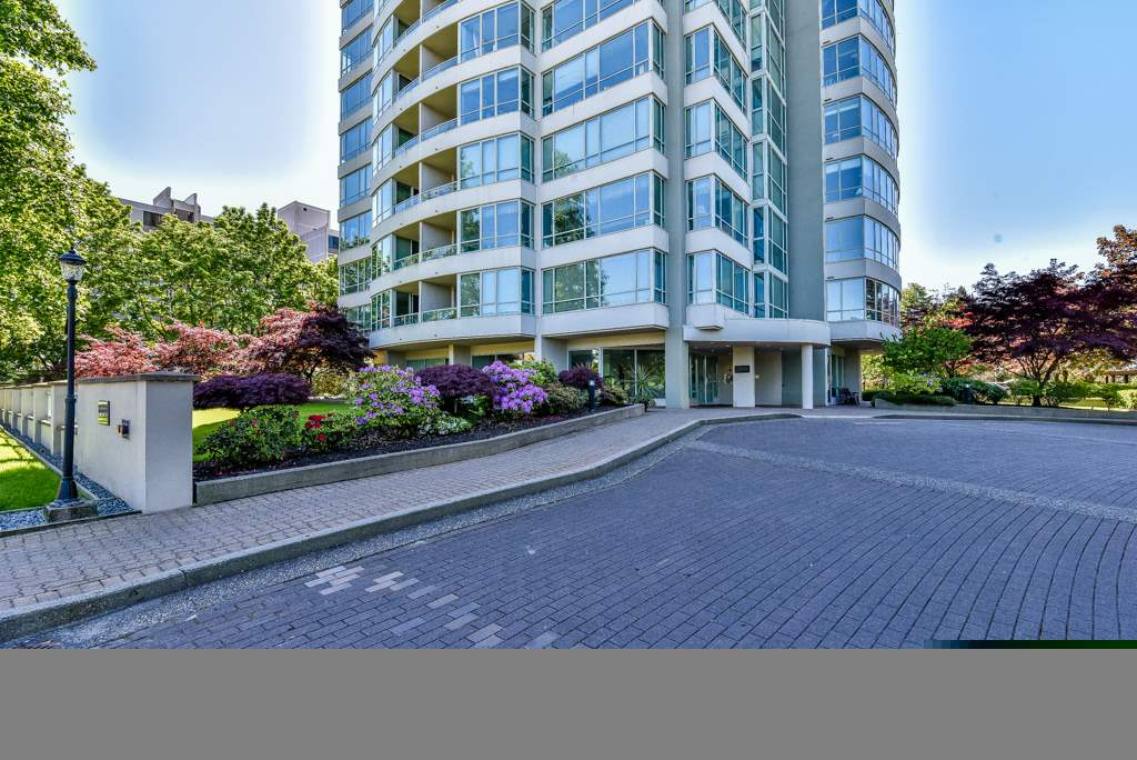 "Main Photo: 305 15038 101ST Avenue in Surrey: Guildford Condo for sale in ""GUILDFORD MARQUIS"" (North Surrey)  : MLS® # R2063362"
