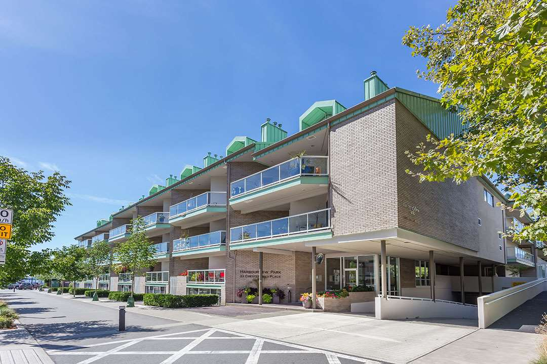 "Main Photo: 1104 33 CHESTERFIELD Place in North Vancouver: Lower Lonsdale Condo for sale in ""Harbour View Park"" : MLS(r) # R2104184"