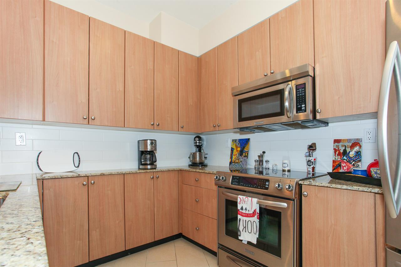 Photo 10: 204 275 ROSS Drive in New Westminster: Fraserview NW Condo for sale : MLS® # R2109644