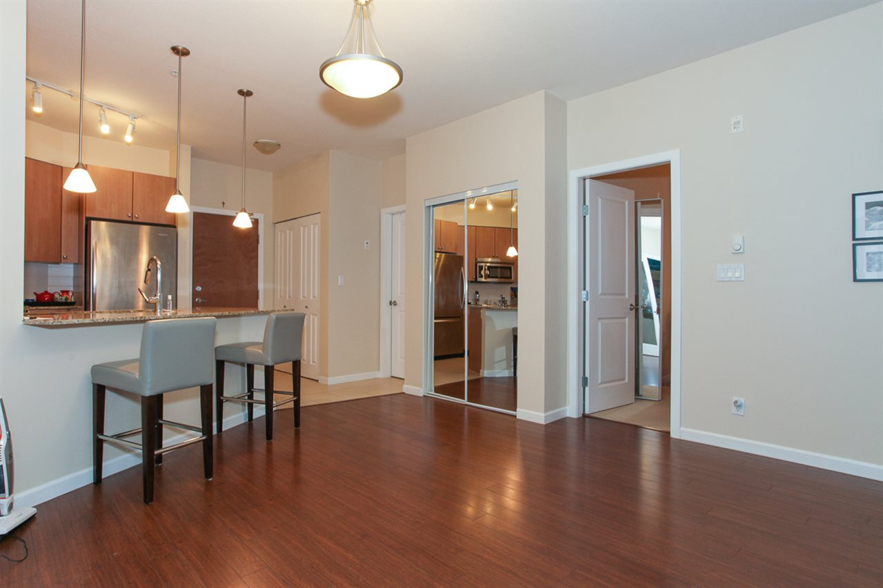Photo 7: 204 275 ROSS Drive in New Westminster: Fraserview NW Condo for sale : MLS® # R2109644