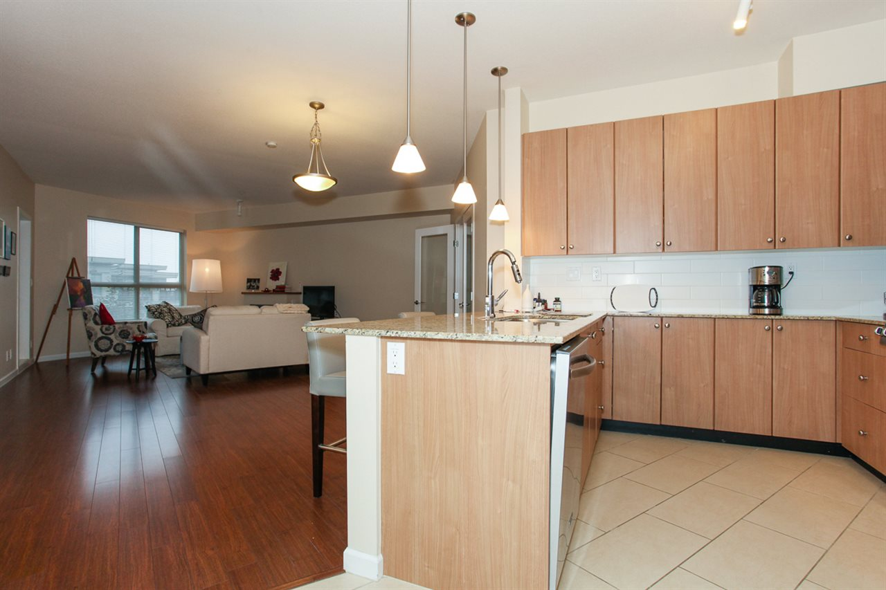 Photo 9: 204 275 ROSS Drive in New Westminster: Fraserview NW Condo for sale : MLS® # R2109644