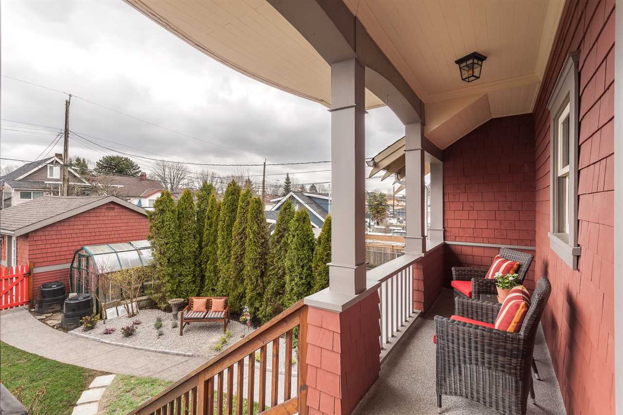 "Photo 17: 2316 GRAVELEY Street in Vancouver: Grandview VE House for sale in ""COMMERCIAL DRIVE"" (Vancouver East)  : MLS® # R2151822"