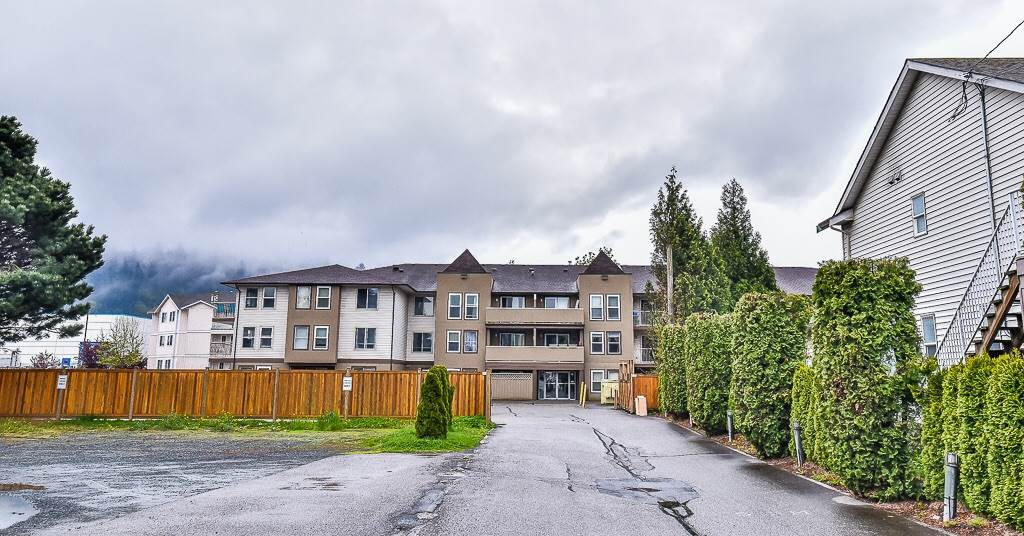 Main Photo: 307 45702 WATSON Road in Sardis: Vedder S Watson-Promontory Condo for sale : MLS(r) # R2162721