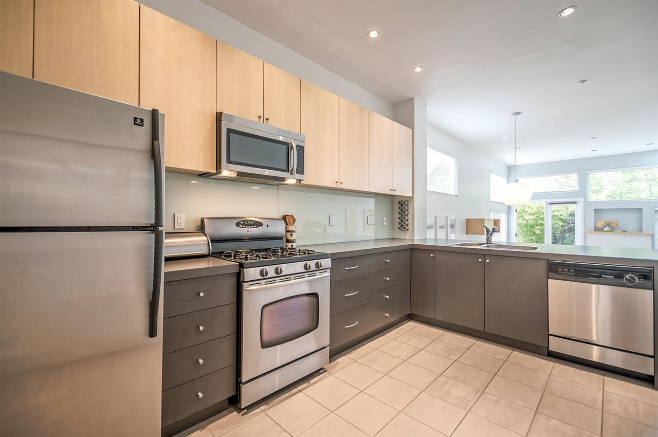 Photo 5: 549 E 7TH Avenue in Vancouver: Mount Pleasant VE House 1/2 Duplex for sale (Vancouver East)  : MLS(r) # R2163854