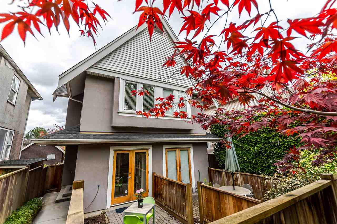 Main Photo: 549 E 7TH Avenue in Vancouver: Mount Pleasant VE House 1/2 Duplex for sale (Vancouver East)  : MLS(r) # R2163854