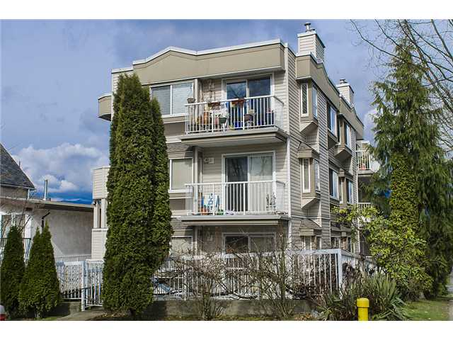 "Main Photo: 401 2295 PANDORA Street in Vancouver: Hastings Condo for sale in ""PANDORA GARDENS - SUNRISE"" (Vancouver East)  : MLS®# V1050699"