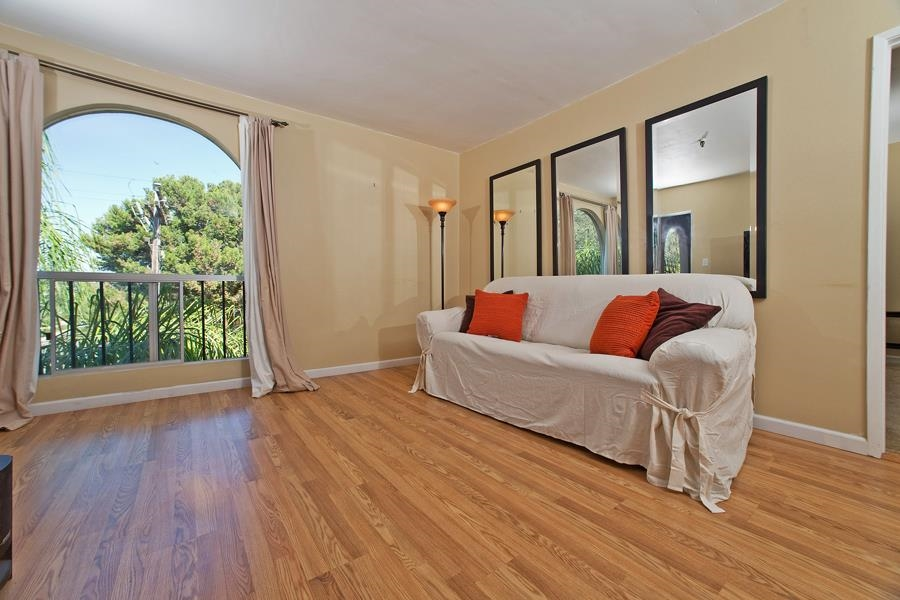 Photo 8: PACIFIC BEACH Condo for sale : 2 bedrooms : 4730 Noyes St #411 in San Diego