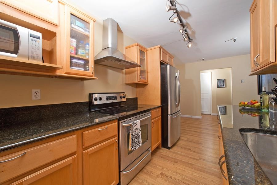 Photo 3: PACIFIC BEACH Condo for sale : 2 bedrooms : 4730 Noyes St #411 in San Diego