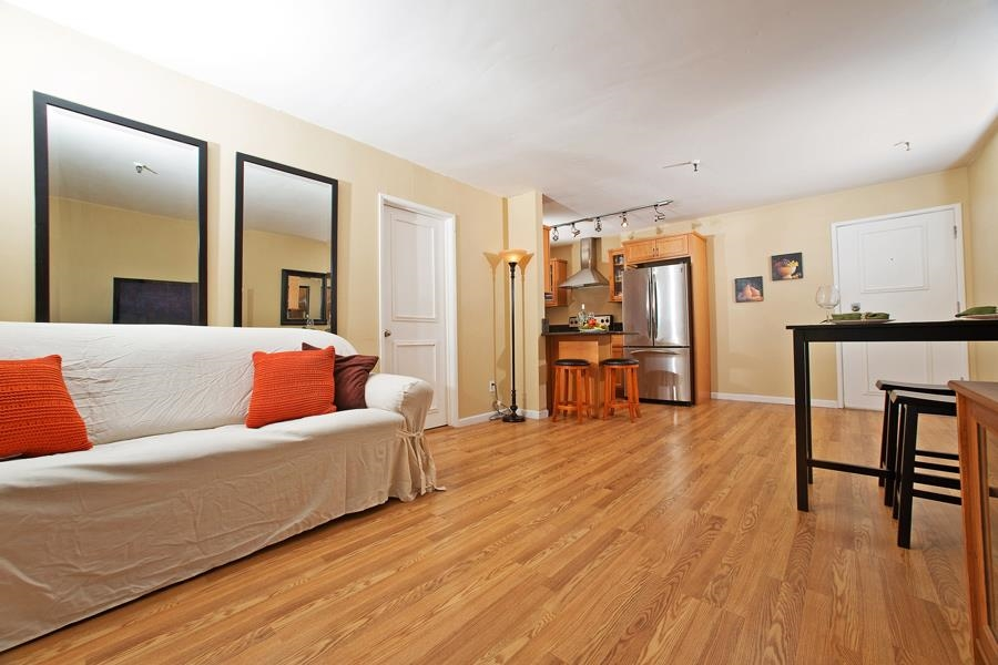 Photo 9: PACIFIC BEACH Condo for sale : 2 bedrooms : 4730 Noyes St #411 in San Diego