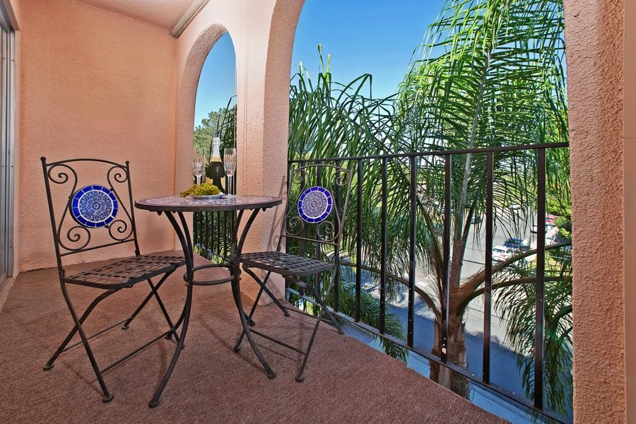 Photo 12: PACIFIC BEACH Condo for sale : 2 bedrooms : 4730 Noyes St #411 in San Diego