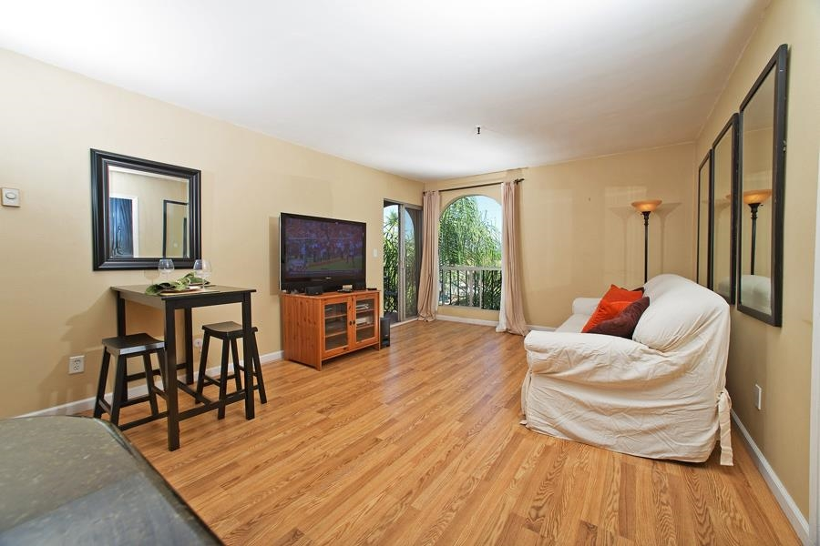 Photo 10: PACIFIC BEACH Condo for sale : 2 bedrooms : 4730 Noyes St #411 in San Diego