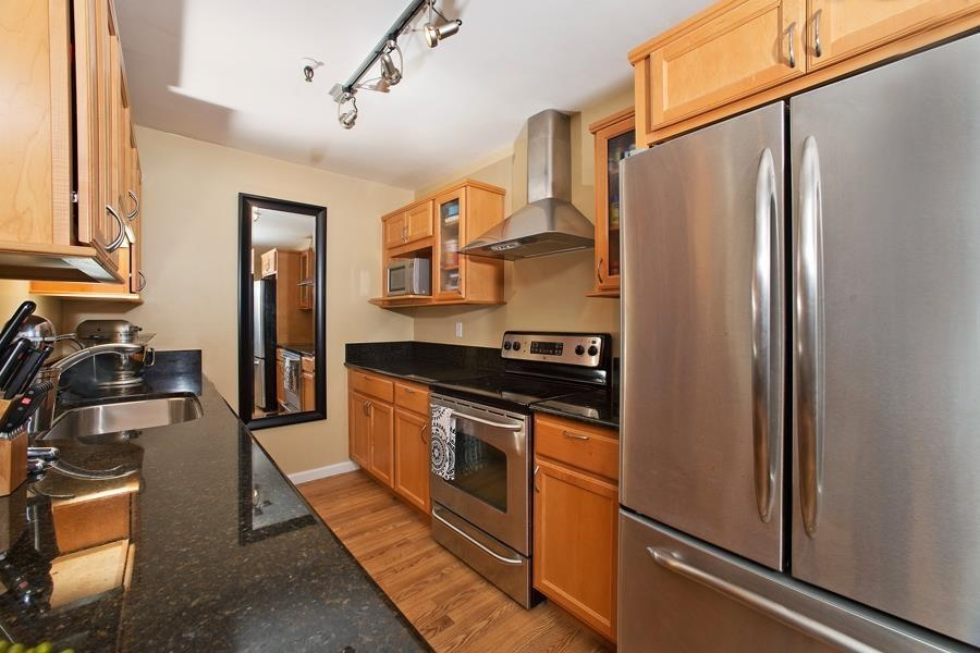Main Photo: PACIFIC BEACH Condo for sale : 2 bedrooms : 4730 Noyes St #411 in San Diego