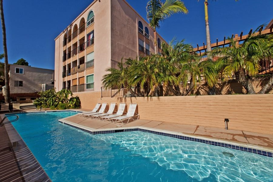 Photo 2: PACIFIC BEACH Condo for sale : 2 bedrooms : 4730 Noyes St #411 in San Diego