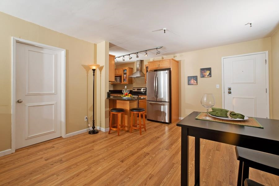 Photo 6: PACIFIC BEACH Condo for sale : 2 bedrooms : 4730 Noyes St #411 in San Diego