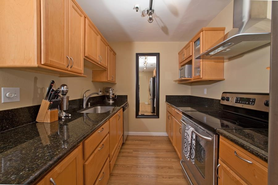 Photo 4: PACIFIC BEACH Condo for sale : 2 bedrooms : 4730 Noyes St #411 in San Diego