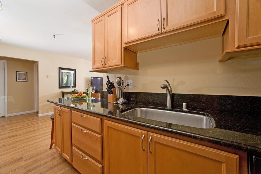 Photo 5: PACIFIC BEACH Condo for sale : 2 bedrooms : 4730 Noyes St #411 in San Diego