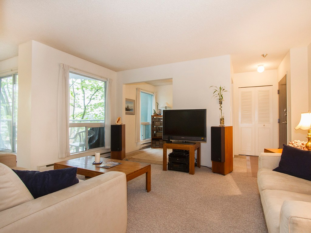 "Main Photo: 405 1510 W 1ST Avenue in Vancouver: False Creek Condo for sale in ""MARINERS POINT"" (Vancouver West)  : MLS®# V1120464"