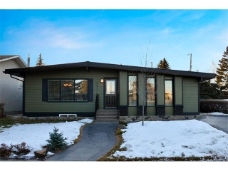 Main Photo: 9811 7 Street SE in Calgary: Acadia House for sale : MLS®# C4014383