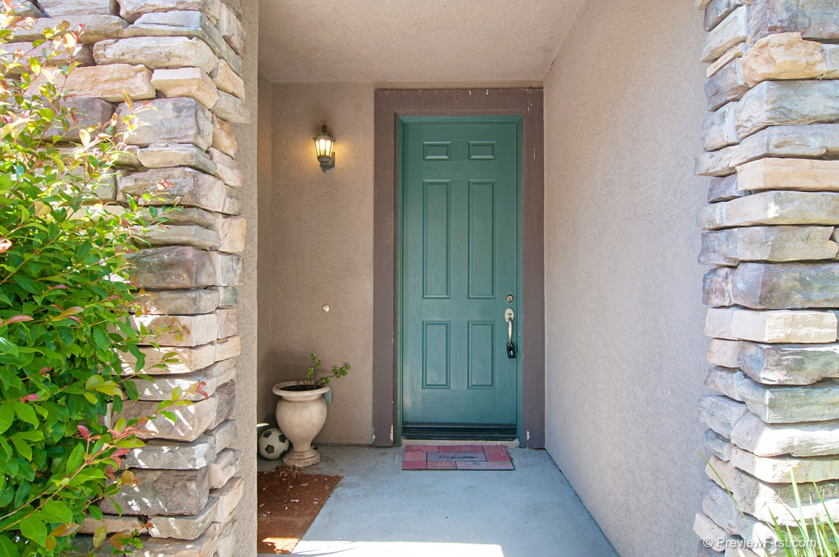 Photo 3: CHULA VISTA House for sale : 3 bedrooms : 2974 WEEPING WILLOW ROAD