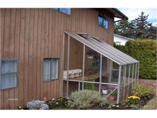 Photo 8: 4381 Paramont Place in VICTORIA: SE Gordon Head Single Family Detached for sale (Saanich East)  : MLS® # 206055