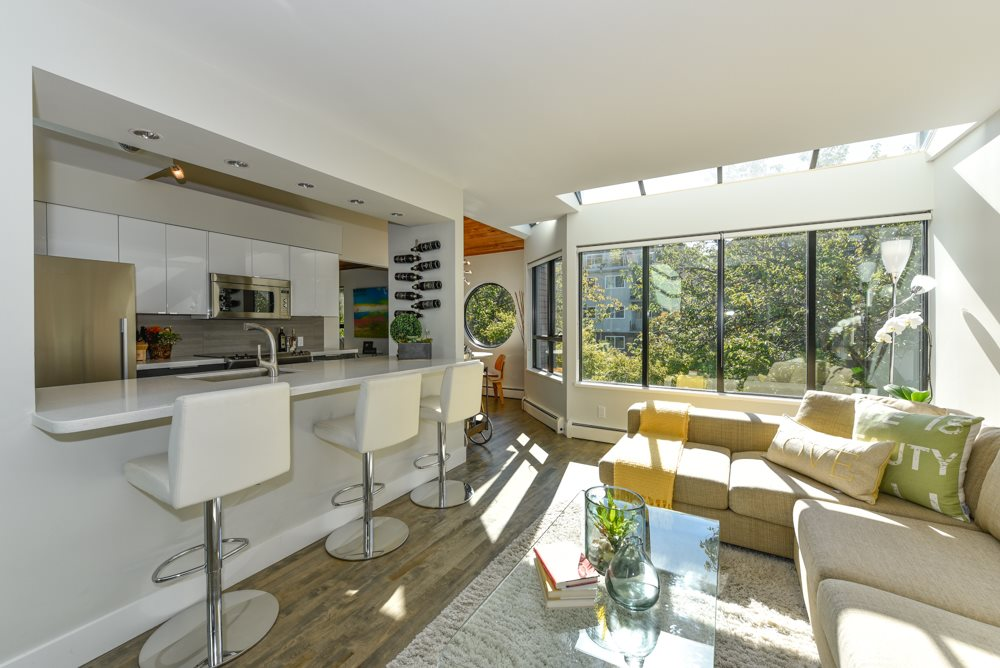"Main Photo: PH6 2455 YORK Avenue in Vancouver: Kitsilano Condo for sale in ""Greenwood York"" (Vancouver West)  : MLS(r) # R2005050"