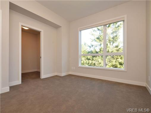 Photo 3: 3 1060 Tillicum Road in VICTORIA: Es Kinsmen Park Townhouse for sale (Esquimalt)  : MLS(r) # 357193
