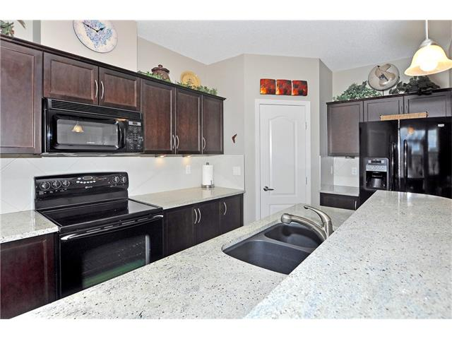Photo 6: 302 1 Crystal Green Lane: Okotoks Condo for sale : MLS(r) # C4061966
