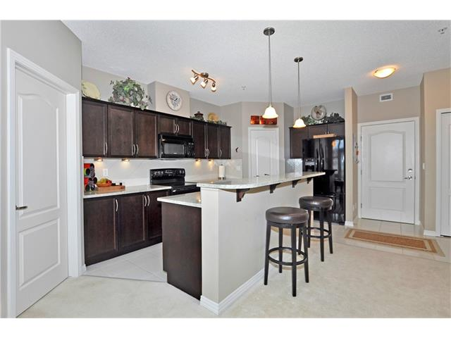 Photo 5: 302 1 Crystal Green Lane: Okotoks Condo for sale : MLS(r) # C4061966