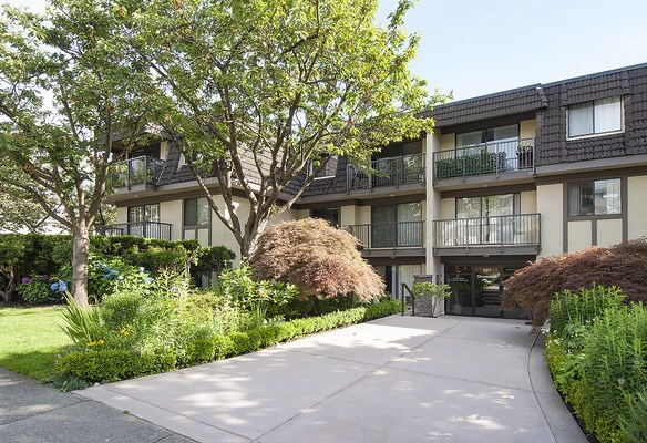 "Main Photo: 303 307 W 2ND Street in North Vancouver: Lower Lonsdale Condo for sale in ""SHORECREST"" : MLS® # R2082199"