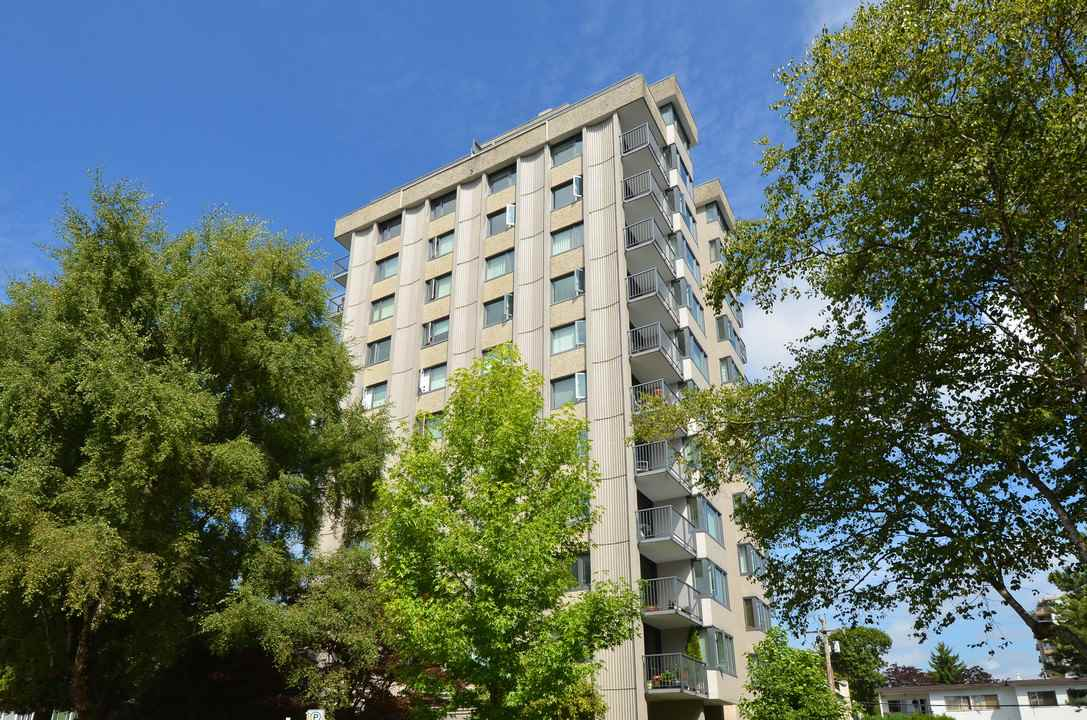 "Main Photo: 401 2165 W 40TH Avenue in Vancouver: Kerrisdale Condo for sale in ""THE VERONICA"" (Vancouver West)  : MLS(r) # R2117072"