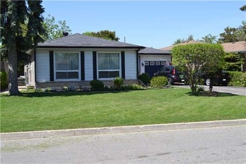 Main Photo: 8 Burnham Crescent in Brampton: Avondale House (Bungalow) for sale : MLS®# W3646315