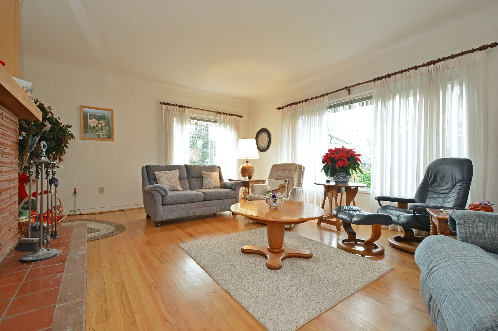 Photo 3: 3595 James Heights in VICTORIA: SE Maplewood Single Family Detached for sale (Saanich East)  : MLS® # 372858
