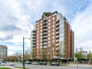 "Main Photo: 208 1575 W 10TH Avenue in Vancouver: Fairview VW Condo for sale in ""THE TRITON"" (Vancouver West)  : MLS(r) # R2156826"