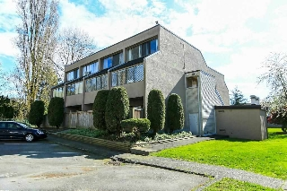 "Main Photo: 83 17714 60 Avenue in Surrey: Cloverdale BC Townhouse for sale in ""CLOVER PARK GARDENS"" (Cloverdale)  : MLS(r) # R2157518"