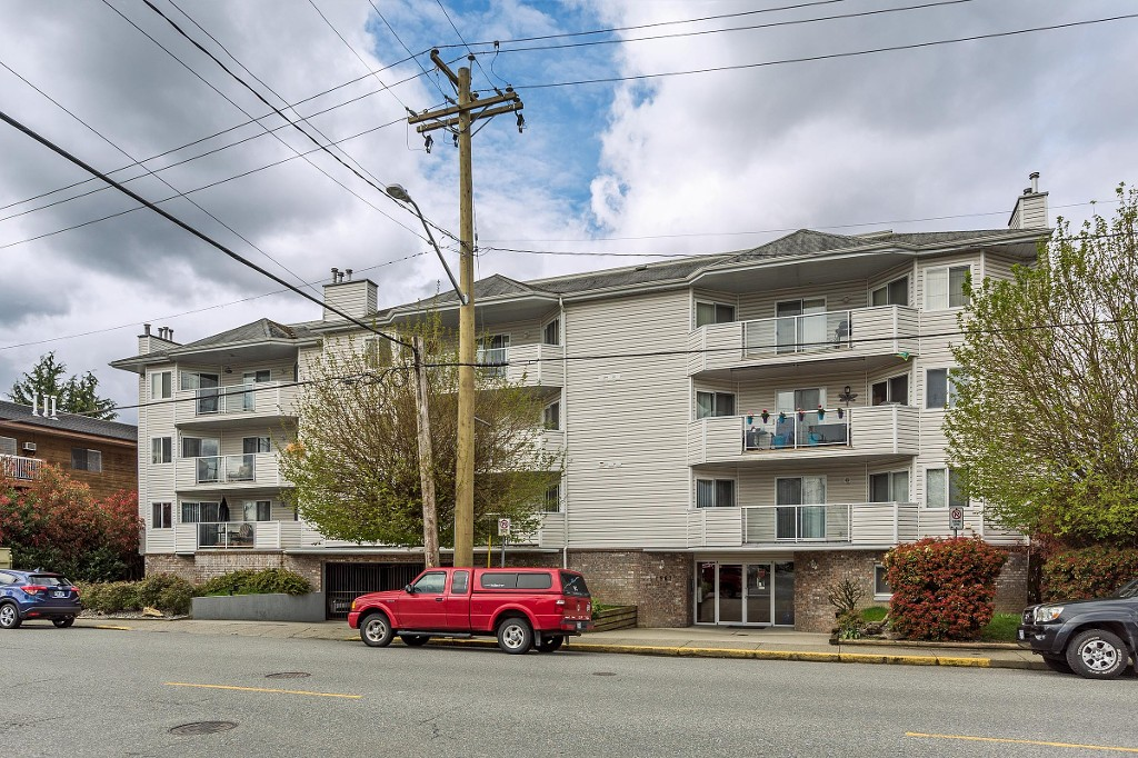 "Main Photo: 304 11963 223 Street in Maple Ridge: West Central Condo for sale in ""THE DORCHESTER"" : MLS®# R2160099"