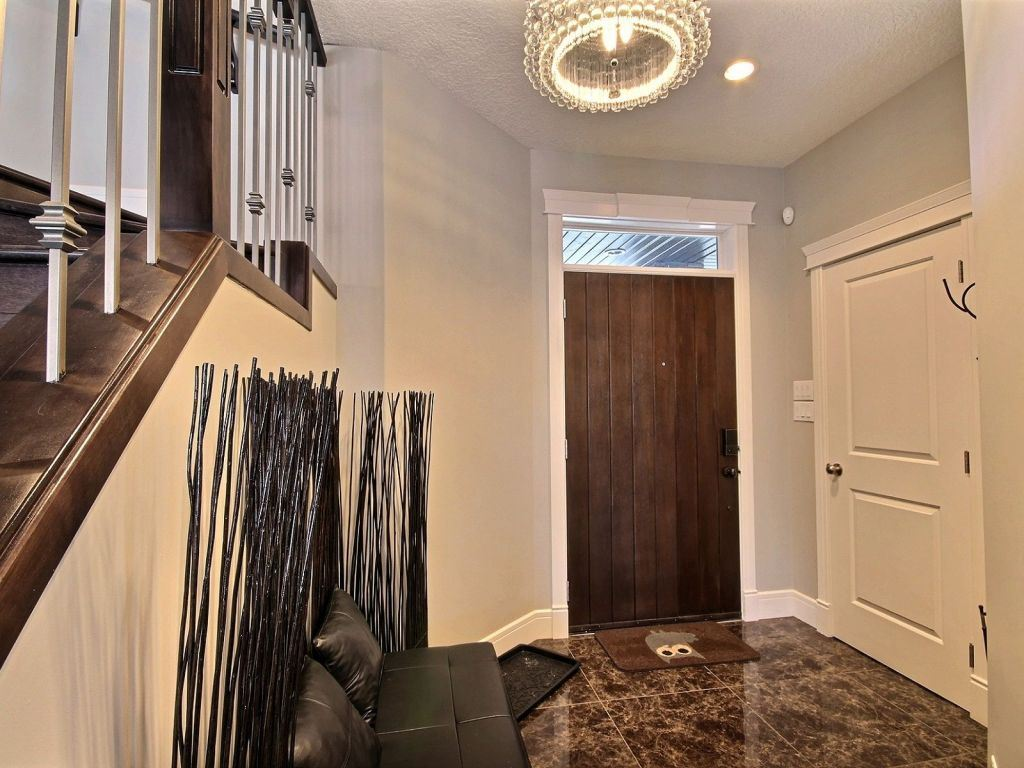 Photo 3: 811 Albany Cove in Edmonton: Zone 27 House for sale : MLS® # E4061798