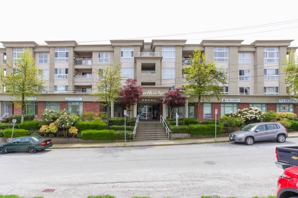 "Main Photo: 604 22230 NORTH Avenue in Maple Ridge: West Central Condo for sale in ""Southridge Terrace"" : MLS(r) # R2165259"